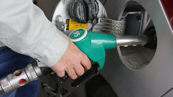 Правительство договорилось с нефтяниками продлить заморозку цен на топливо