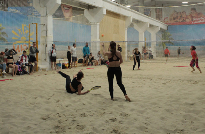 В области проходит чемпионат по пляжному теннису