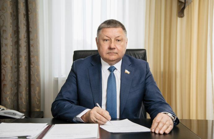 Поздравление председателя Саратовской областной Думы А.С.Романова с Всероссийским днем семьи, любви и верности
