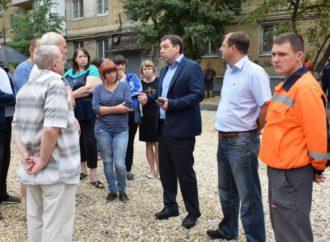 МаксимСиденковстретился с жителями одного из дворов, находящихся в ремонте