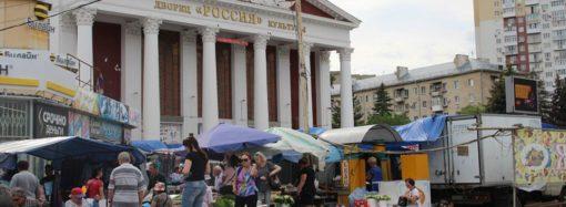 Торговля перед ДК «Россия» теперь незаконна