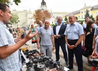 На три дня Палата ремесел в город мастеров с атмосферой настоящей русской ярмарки.