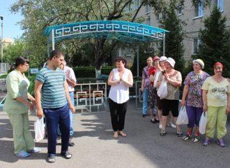 5 сентября в Энгельсском доме-интернате для престарелых и инвалидов прошла шуточная эстафета «Веселые старты».