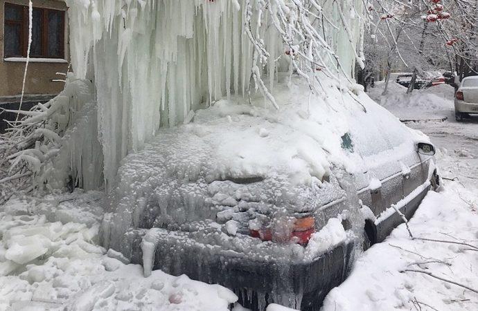 Битва сосулек – соцсети Саратова пестрят фотками ледяных сталактитов