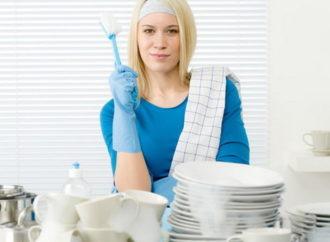 Роскачество выяснило, какими моющими средствами лучше мыть посуду
