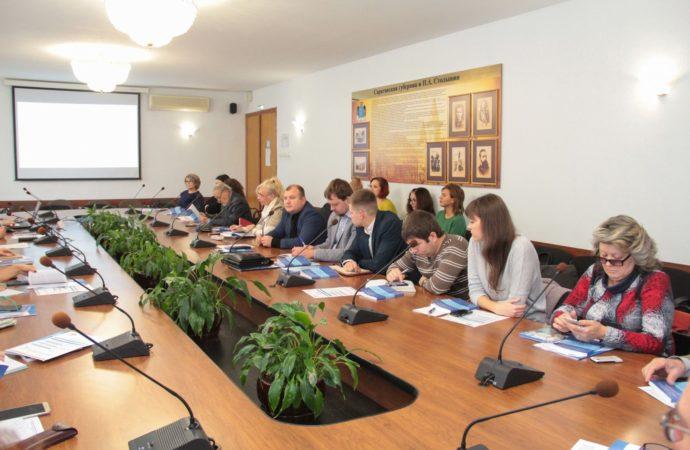 В Саратове обсудили проблемы развития социально ориентированных НКО