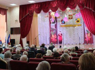 Со сцены Энгельсского дома-интерната звучали песни народностей, проживающих на покровской земле
