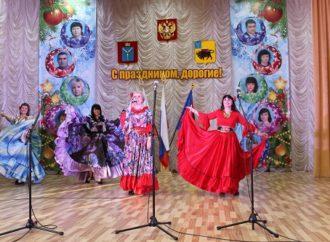 Проживающим и сотрудникам Энгельсского дома-интерната показали танцевальный спектакль с цыганским колоритом