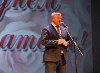 Во Дворце творчества детей и молодежи имени О.П. Табакова прошел концерт, посвященный Дню матери.