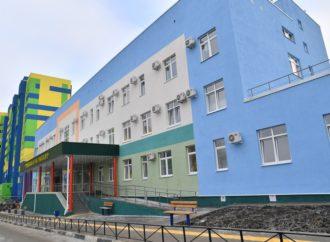 Губернатор Валерий Радаев вместе с жителями микрорайона Елшанка г. Саратова осмотрел новую поликлинику