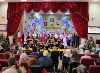 Люди с безграничными возможностями: в Энгельсском доме-интернате прошел концерт к Международному Дню инвалидов