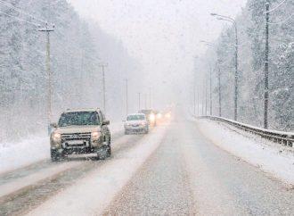 Сегодняшние погодные условия  напоминают о необходимости соблюдения мер безопасности на дорогах.