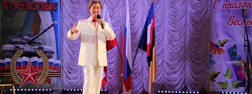 В Энгельсском доме-интернате прошел концерт Леонида Сметанникова и были вручены юбилейные медали «75 лет Победы в Великой Отечественной войне»