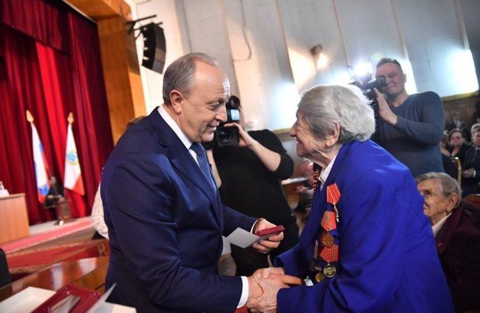 В Красноармейске Валерий Радаев вручил ветеранам Великой Отечественной войны юбилейные медали в честь 75-летия Победы