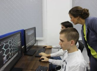 В этом году компьютерной техникой и высокоскоростным интернетом будут обеспечены более 200 школ и техникумов области