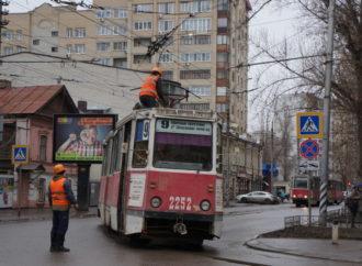 В Саратове остановлено движение нескольких маршрутов трамваев и троллейбусов.