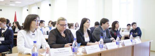 Ирина Седова посетила пробный ЕГЭ и проверила готовность пункта проведения экзамена