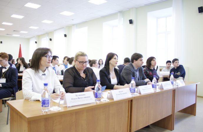 В Саратове стартовал отборочный этап городского чемпионата по деловой игре «Выборы»