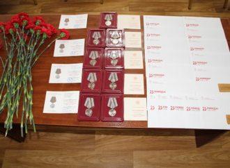 В преддверии празднования 75-летия Победы ветераны из Энгельсского дома-интерната получили поздравления губернатора и памятные подарки
