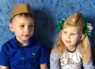 Ивановы Михаил и Алина читают стихотворение о Великой Победе