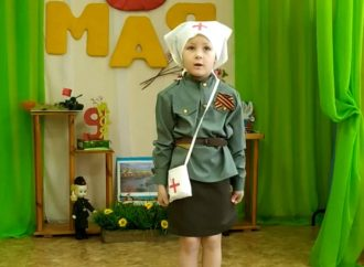 Синицына Полина читает стихи к 75- ти летию Великой Победы