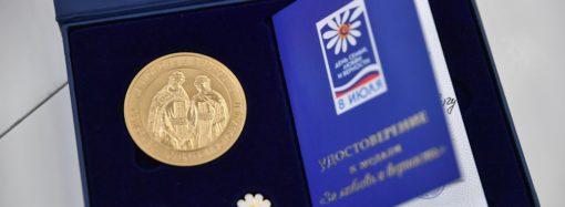 Губернатор Валерий Радаев поздравил лучшие семьи области с Днём семьи, любви и верности