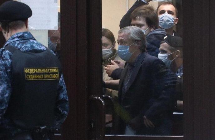Пресненский суд Москвы признал виновным актера Михаила Ефремова