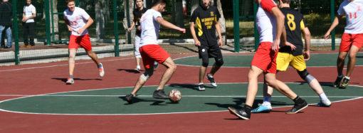 На территории Клинической больницы им. С.Р. Миротворцева СГМУ открыли новую многофункциональную спортивную площадку.