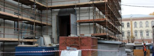 Как проходит реконструкция театра оперы и балета?