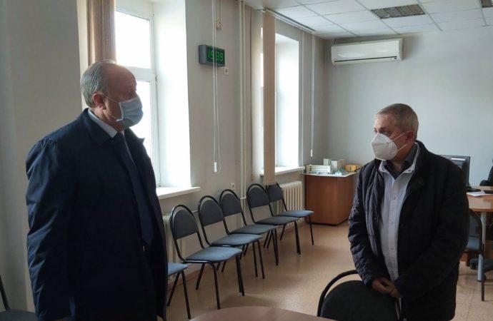 Губернатор поручил усилить службу скорой помощи Саратова