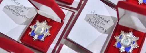 Ко Дню матери вручены почетные знаки Губернатора области «За достойное воспитание детей»