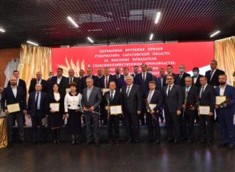 Губернатор вручил награды саратовским аграриям за достижения в АПК
