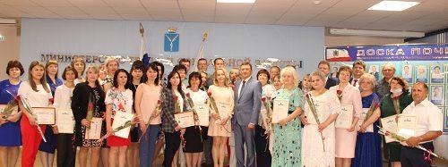 Лучшие сотрудники Энгельсского дома-интерната удостоены почетных наград