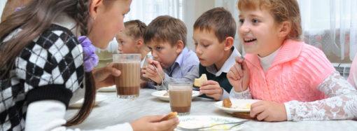 В 2021 году ученики 1-4 классов области будут обеспечены бесплатным горячим питанием. Средства определены в полном объеме