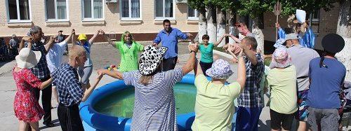 Праздник Нептуна в Энгельсском доме престарелых