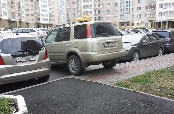 Что бывает за парковку на бордюре?