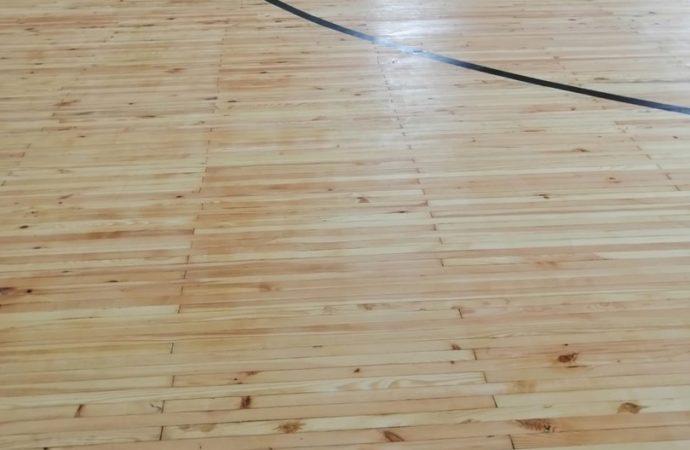 В ФОК «Солнечный» обновляют покрытие спортивного зала
